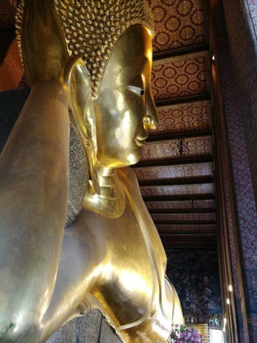 ワットポー寺院の黄金の涅槃仏(ねはんぶつ)