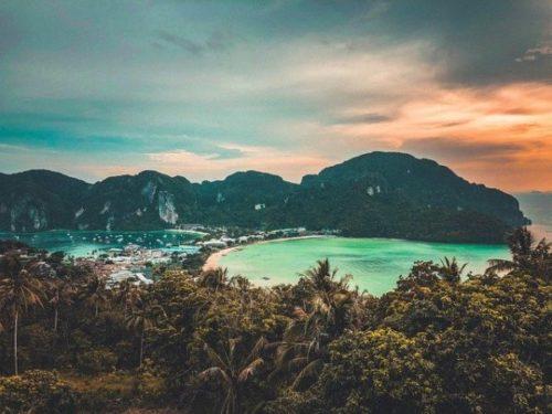 プーケットから行く絶景「ピピ島」のおすすめ観光スポット「トンサイ・ベイ」