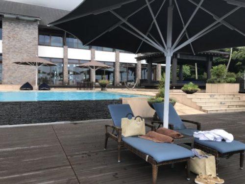 屋久島の高級リゾート「サンカラホテル」のプールサイド2