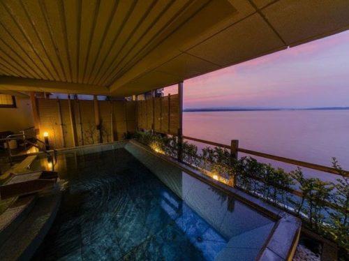 有名な老舗の宿「和倉温泉 加賀谷」の部屋や温泉・食事など10