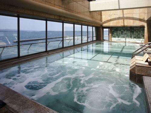 有名な老舗の宿「和倉温泉 加賀谷」の部屋や温泉・食事など11