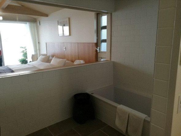 ネストアット奄美のアウトドアバス&部屋などを写真・動画で紹介11