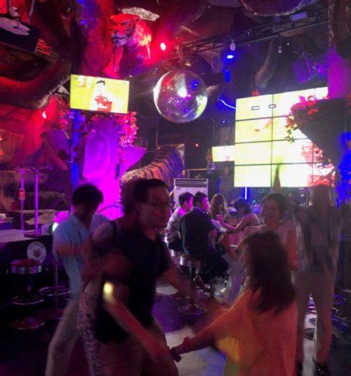 プーケットで夜遊びするなら人気の「タイガーナイトクラブ」1