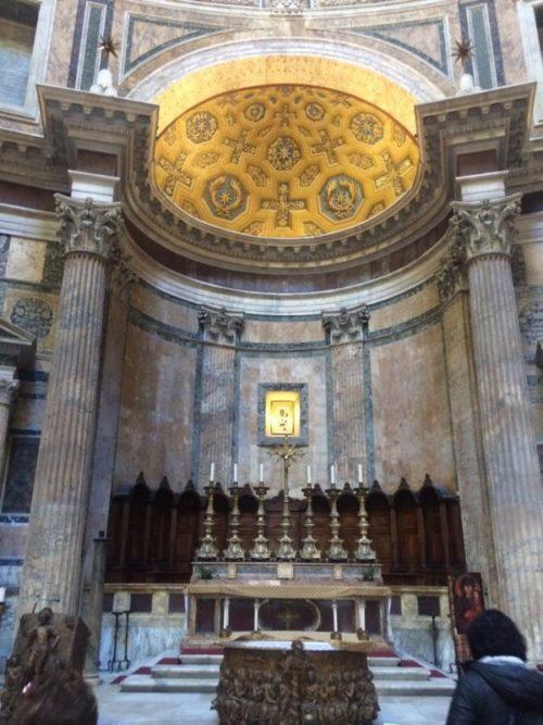 少し離れたところにある「ローマ歴史地区」の世界遺産を観光してみよう1