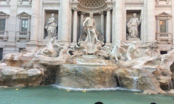 少し離れたところにある「ローマ歴史地区」の世界遺産を観光してみよう2