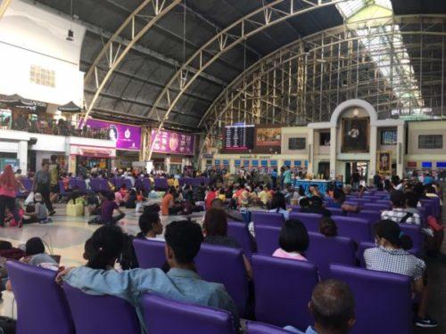 フアランポーン駅の内部