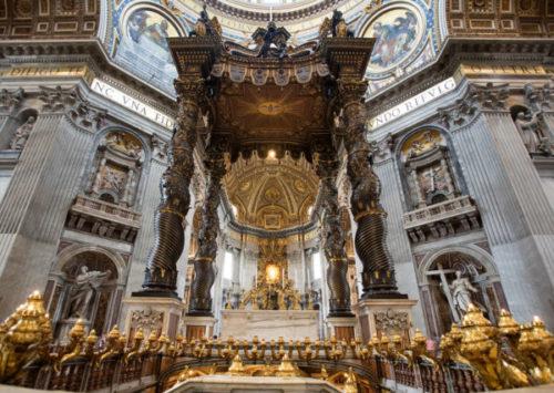 サン・ピエトロ大聖堂のベルニーニ作のブロンズの天蓋