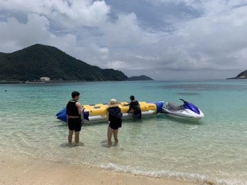 渡嘉敷島からハナリ島へ行くバナナボート