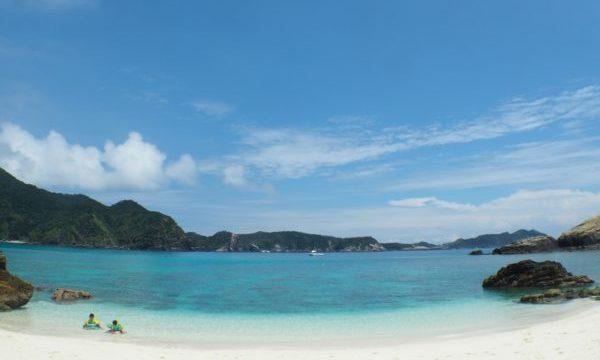 渡嘉敷島から行ける離島「ハナリ島」のケラマブルーの海