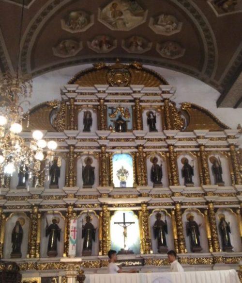 セブ島のサントニョーニ教会内部
