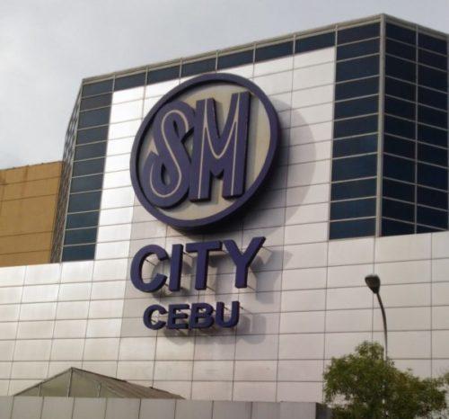 セブ最大のショッピングモール「SMモール」の外観