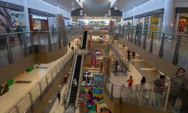 セブのショッピングモール「SMモール」の内部