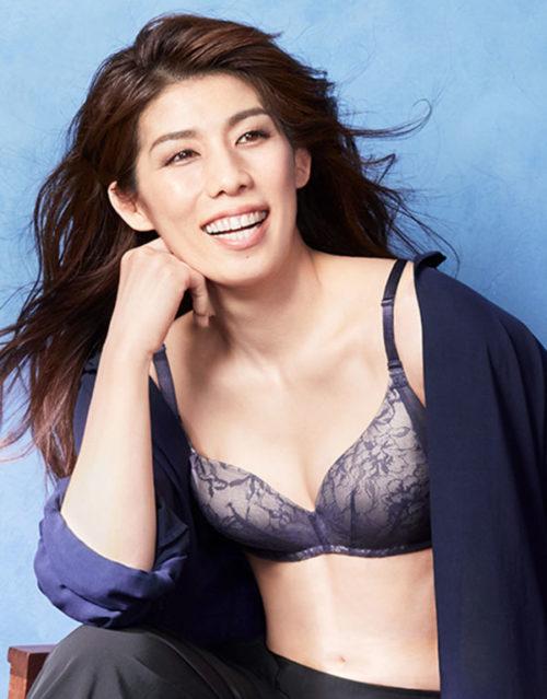 ワコールが立ち上げた新ブランド「Date.」のメイン商品「シンクロブラ」を着けた吉田沙保里2