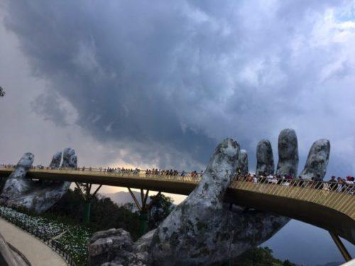 バーナーヒルズのゴールデンブリッジと神の手