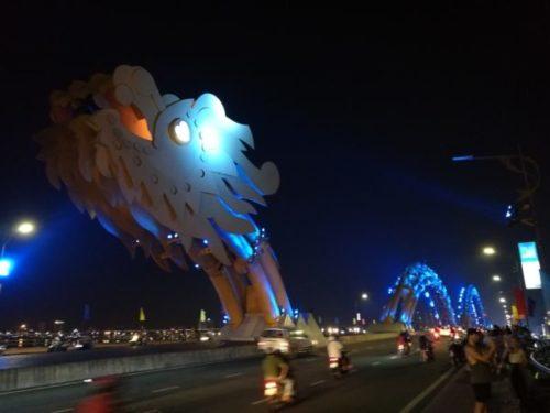 光り輝くダナンのドラゴンブリッジ(頭側)3