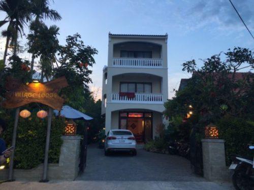 ホイアンのおすすめホテルVillage Lodgeの玄関