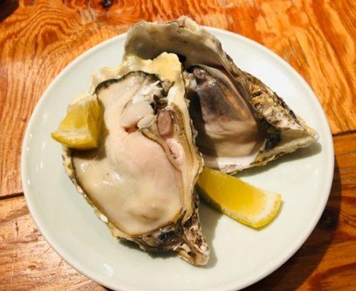 新鮮な魚料理が楽しめる「博多炉端 魚男(フィッシュマン)」のお通し牡蠣
