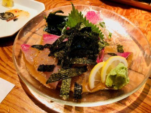 新鮮な魚料理が楽しめる「博多炉端 魚男(フィッシュマン)」のごまサバ