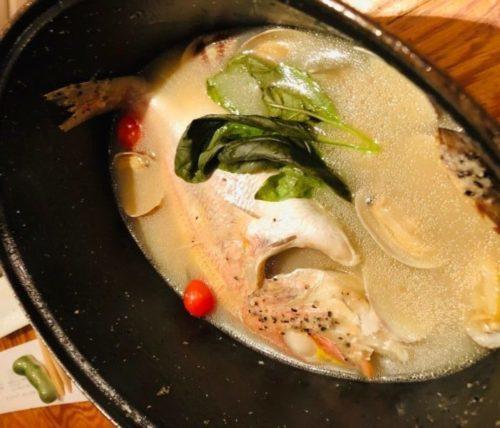 新鮮な魚料理が楽しめる「博多炉端 魚男(フィッシュマン)」のアクアパッツァ