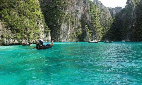 プーケットから行く絶景「ピピ島」のおすすめ観光スポット「ローサマ・ベイ」2