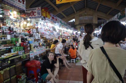 ベンタイン市場の見どころとナイトマーケット!値切りを楽しめるホーチミンの観光名所3