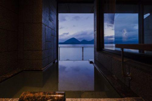 ザ・レイクスイート湖の栖(このすみか)の温泉露天風呂付テラスルームの露天風呂
